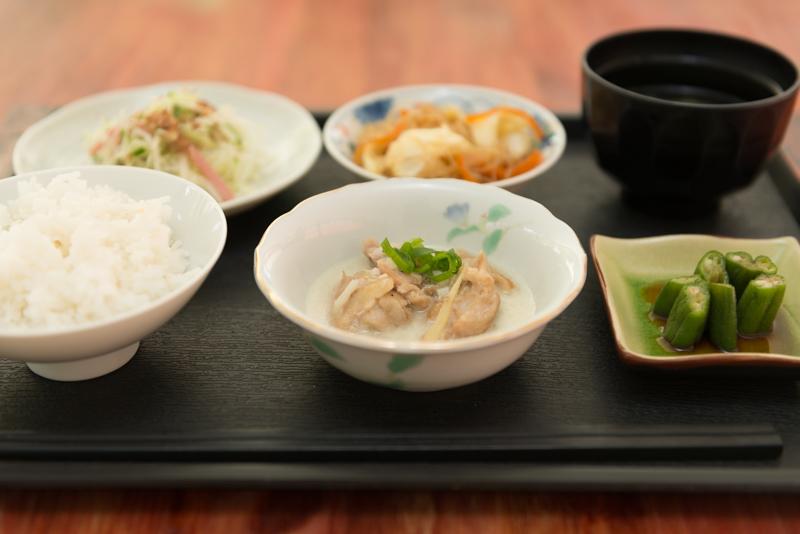 セブで一番おいしいというランチ!日本米で子供にも安心の食事です。