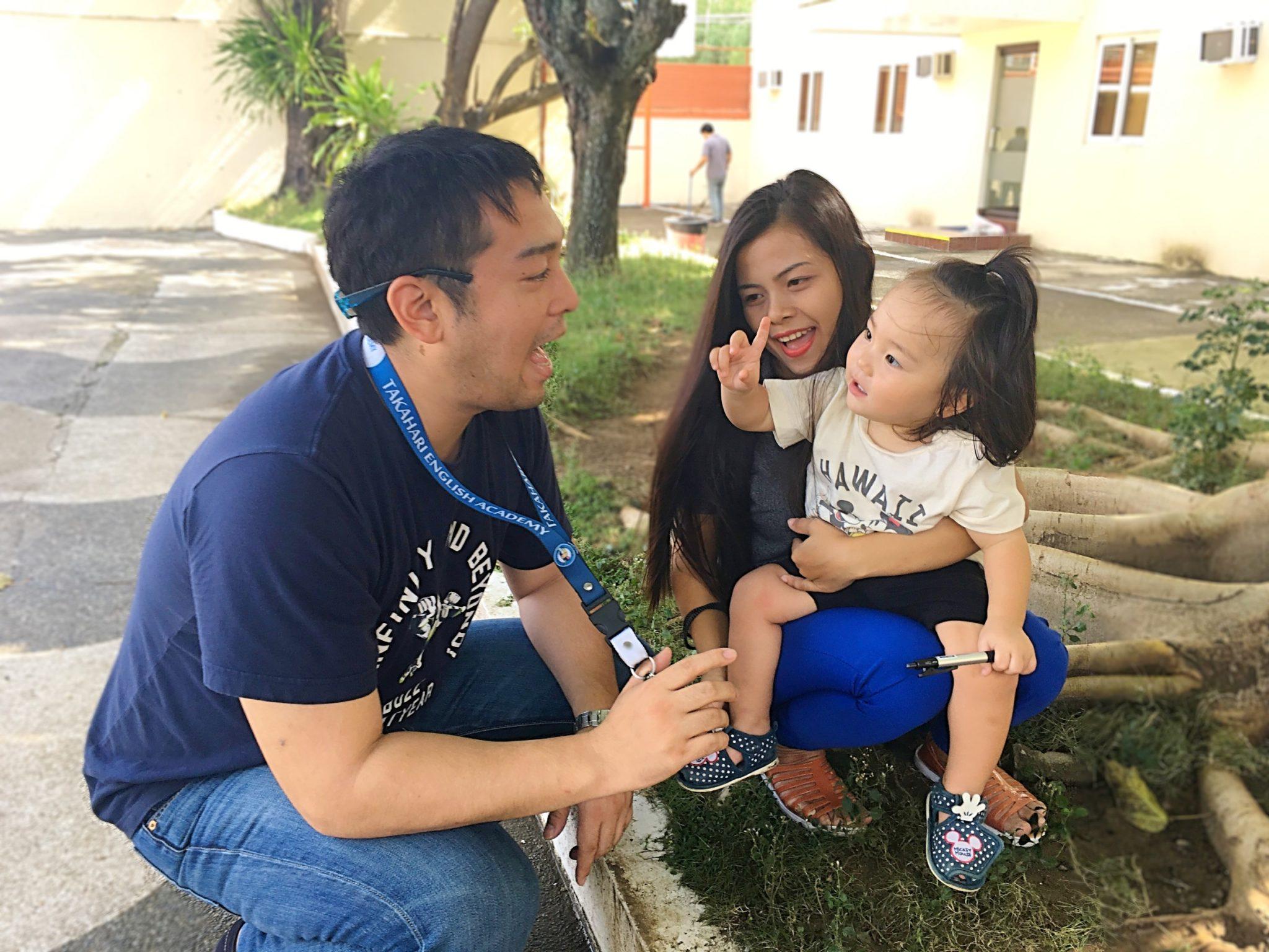校長の今藤貴茂。コミュニケーションを楽しむアットホームな雰囲気です。